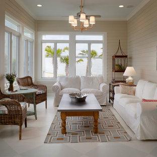 ヒューストンの中サイズのビーチスタイルのおしゃれなLDK (白い壁、リノリウムの床、暖炉なし、テレビなし) の写真