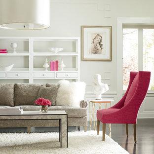 Esempio di un soggiorno classico di medie dimensioni e chiuso con sala formale, pareti arancioni, parquet scuro, nessun camino e nessuna TV