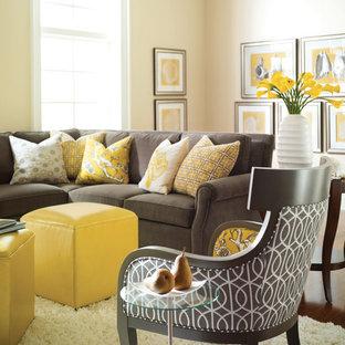 Mittelgroßes, Repräsentatives, Abgetrenntes, Fernseherloses Klassisches Wohnzimmer ohne Kamin mit weißer Wandfarbe und dunklem Holzboden in Wichita
