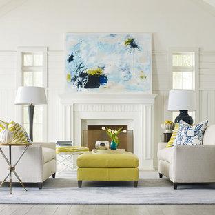 Immagine di un soggiorno boho chic di medie dimensioni e chiuso con sala formale, pareti bianche, moquette, camino classico, cornice del camino in intonaco e nessuna TV