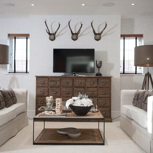 Inspiration för lantliga vardagsrum, med ett finrum, grå väggar, heltäckningsmatta och en fristående TV