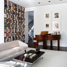 Modern Living Room Creative Spaces by Rana Florida: Washington Living Room in Historic Row House