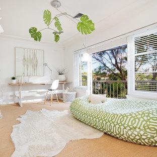 Idéer för ett modernt separat vardagsrum, med vita väggar och heltäckningsmatta