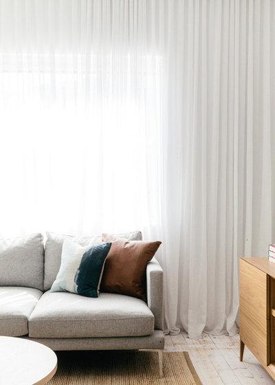 Skandinavisch Wohnbereich by Caroline McCredie
