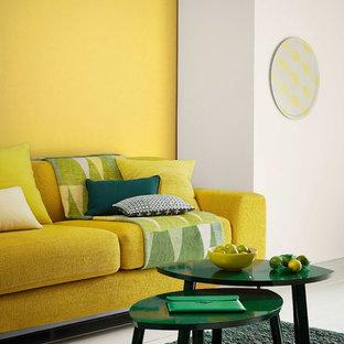 50 tals inredning av ett vardagsrum, med gula väggar