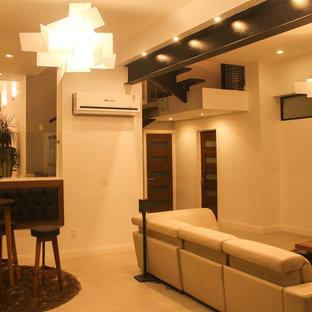 Immagine di un ampio soggiorno design aperto con angolo bar, pareti bianche, pavimento con piastrelle in ceramica, camino sospeso, cornice del camino in metallo e TV a parete