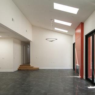サンフランシスコの大きいアジアンスタイルのおしゃれなLDK (白い壁、磁器タイルの床、標準型暖炉、コンクリートの暖炉まわり、テレビなし) の写真