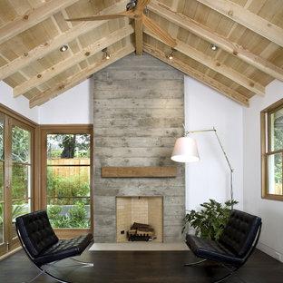 Inspiration för klassiska vardagsrum, med en spiselkrans i betong