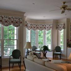 Contemporary Living Room by DAN KUGLER'S DESIGN CENTER