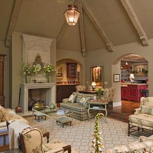 Idee per un grande soggiorno classico chiuso con pareti verdi e camino classico
