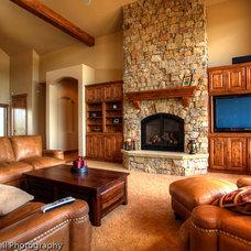 Craftsman Living Room by Savant Homes, Inc.