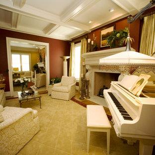 ローリーの中サイズのトラディショナルスタイルのおしゃれなリビング (フォーマル、茶色い壁、カーペット敷き、標準型暖炉、石材の暖炉まわり) の写真