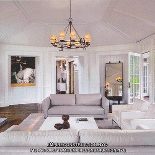 ニューヨークの巨大なおしゃれなLDK (白い壁、濃色無垢フローリング、薪ストーブ、石材の暖炉まわり、テレビなし) の写真