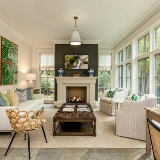 他の地域の中サイズのトランジショナルスタイルのおしゃれなLDK (フォーマル、白い壁、スレートの床、標準型暖炉、テレビなし、マルチカラーの床、コンクリートの暖炉まわり) の写真