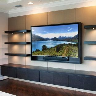 Foto de salón contemporáneo, de tamaño medio, sin chimenea, con paredes marrones, suelo de madera oscura, televisor colgado en la pared y suelo marrón