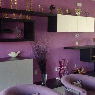 Esempio di un soggiorno design con pareti viola, pavimento in gres porcellanato, nessun camino e pavimento grigio