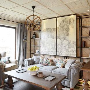 Modelo de salón para visitas ecléctico con paredes beige, suelo de madera pintada y televisor colgado en la pared