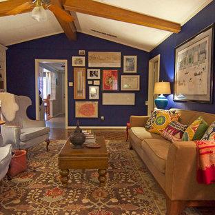 Modelo de salón ecléctico con paredes azules