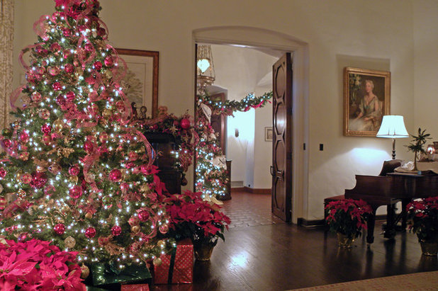 The degolyer house dons its christmas finery for Idee per arredare casa a natale