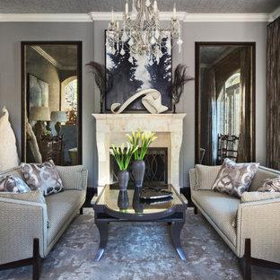 Aménagement d'un salon méditerranéen avec une salle de réception, un mur gris, un sol en bois foncé, une cheminée standard, un manteau de cheminée en pierre, aucun téléviseur et un plafond en papier peint.