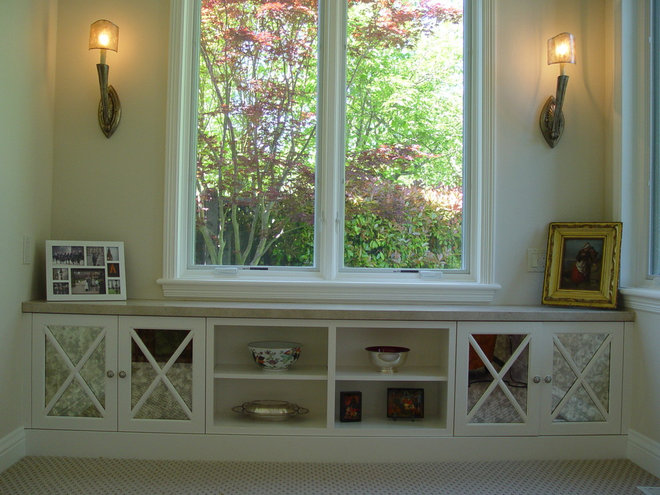 Traditional Living Room by Home Systems , Wendi Zampino
