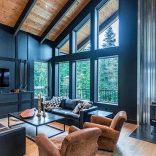 Foto di un ampio soggiorno moderno aperto con pareti nere, pavimento in vinile, stufa a legna, TV autoportante e pavimento marrone