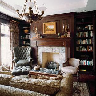 Immagine di un ampio soggiorno vittoriano chiuso con libreria, camino classico, nessuna TV, pareti marroni, parquet scuro e cornice del camino in pietra
