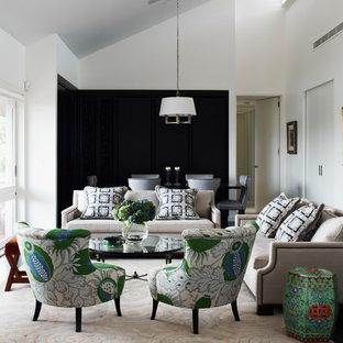 Imagen de salón para visitas abierto, tradicional renovado, con paredes blancas, suelo de madera pintada y suelo negro
