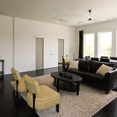 contemporary living room by plantation building corp