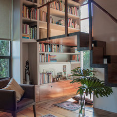 Contemporary Living Room by RHYZOMA - Arquitectura / Diseño