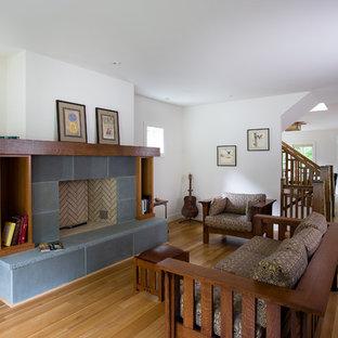 Idée de décoration pour un salon craftsman de taille moyenne et fermé avec une cheminée standard, une salle de réception, un mur blanc, un sol en bois clair, un manteau de cheminée en carrelage, aucun téléviseur et un sol marron.