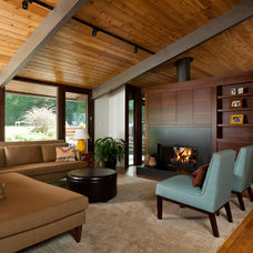 Modern Living Room by Distinctive Architecture