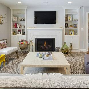 ミネアポリスの中サイズのビーチスタイルのおしゃれなLDK (フォーマル、グレーの壁、標準型暖炉、壁掛け型テレビ、淡色無垢フローリング、レンガの暖炉まわり、茶色い床) の写真