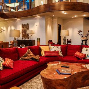 Modelo de salón para visitas abierto, rural, grande, sin televisor, con paredes blancas y suelo de baldosas de cerámica