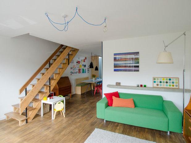 Retro Living Room by R2 Studio Architects
