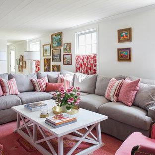 Immagine di un soggiorno chic con pareti bianche, moquette e pavimento rosso