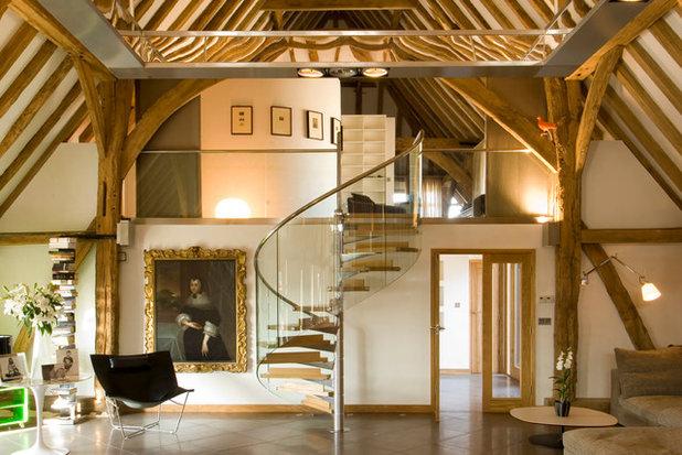 Consigli per illuminare una mansarda con travi di legno a for Arredare casa con travi a vista