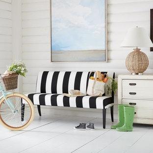 Idee per un soggiorno country di medie dimensioni e chiuso con sala formale, pareti bianche, pavimento in legno verniciato, nessun camino, nessuna TV e pavimento bianco