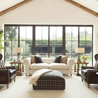 Diseño de salón para visitas abierto, de estilo de casa de campo, grande, sin chimenea y televisor, con paredes blancas y suelo de madera en tonos medios