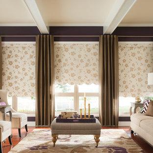 Imagen de salón para visitas cerrado, romántico, grande, con paredes marrones