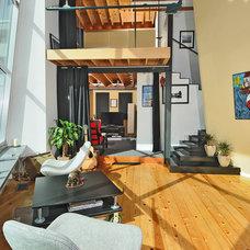 Modern Living Room by seattlehometours.com
