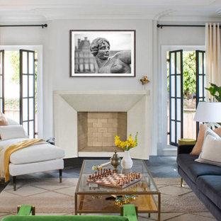 Mittelgroßes, Offenes Modernes Wohnzimmer mit weißer Wandfarbe, Porzellan-Bodenfliesen, Kamin, Kaminumrandung aus Stein, braunem Boden, eingelassener Decke und vertäfelten Wänden in Oklahoma City
