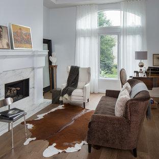 インディアナポリスのサンタフェスタイルのおしゃれなリビング (グレーの壁、無垢フローリング、標準型暖炉) の写真