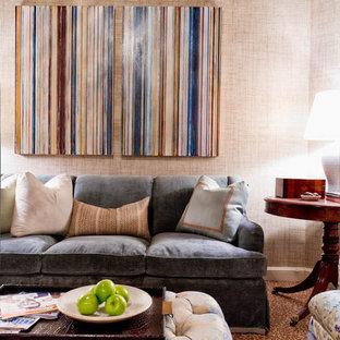 ニューヨークのトラディショナルスタイルのおしゃれなリビング (ベージュの壁、カーペット敷き) の写真