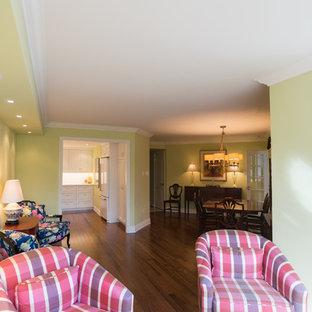 Immagine di un piccolo soggiorno classico con pareti verdi