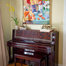 Eclectic Living Room by Lesley Glotzl