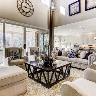 Cette image montre un très grand salon ouvert avec un mur blanc, un sol en bois brun, une cheminée standard, un manteau de cheminée en pierre de parement, un téléviseur encastré, un plafond en poutres apparentes et du lambris.