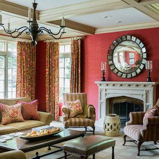 Idee per un grande soggiorno vittoriano chiuso con sala formale, pareti rosse, moquette, camino classico e cornice del camino in pietra