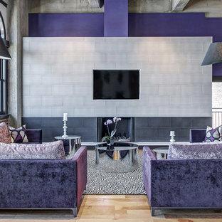 Diseño de salón contemporáneo con paredes púrpuras