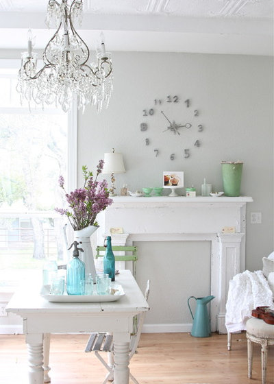 Shabby-chic Style Living Room by Dreamy Whites